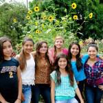 girls_in_garden